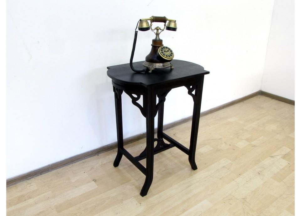 Ten z telefonem. Dębowy stolik z pocz. XXw.